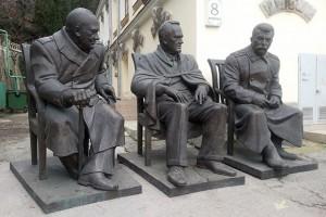 В Ливадийском дворце установили памятник «Большой тройке»