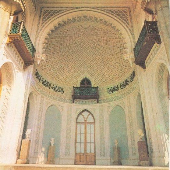 """Надпись на фризе Южной террасы: """"И нет победителя кроме Аллаха"""" (Фото: 1992 год)"""