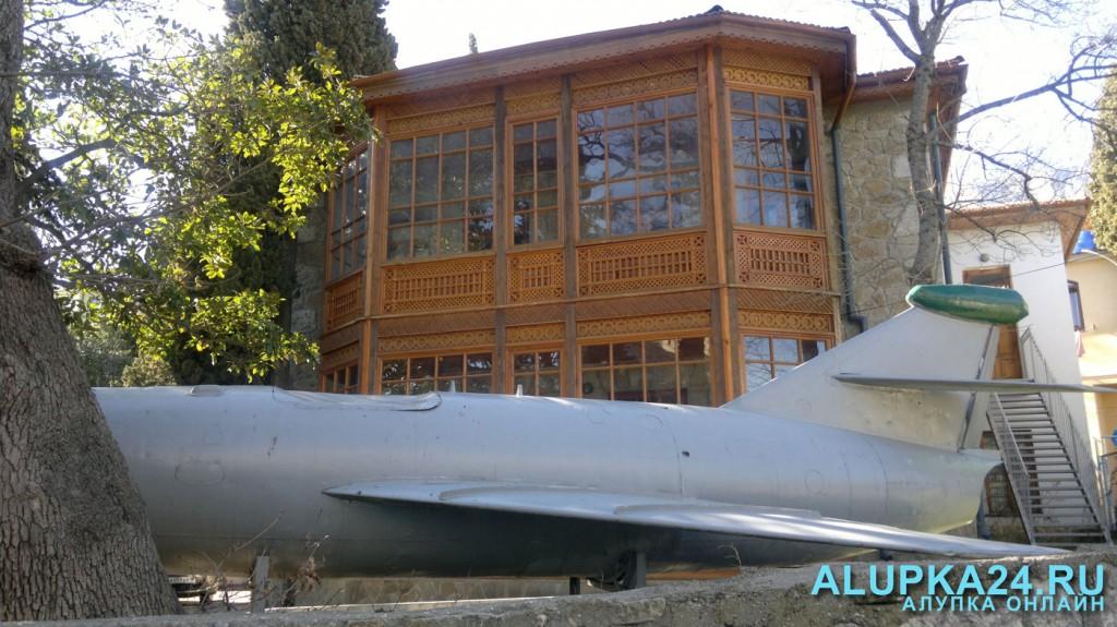 Музей и самолёт Амет-Хана султана