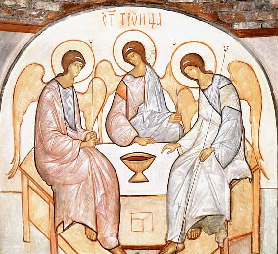 В связи с празднованием Святой Троицы 1 июня назначили выходным