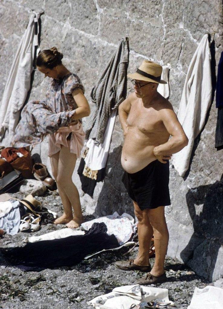 Гости Алупке принимают солнечные ванны