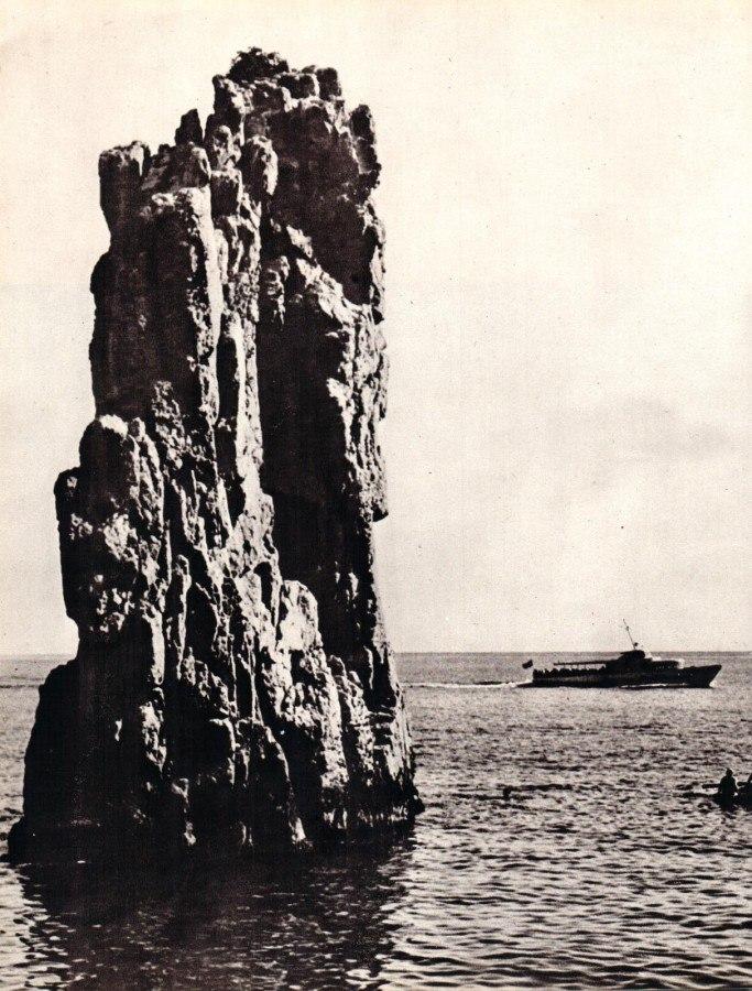 Скала в море в 70-е годы XX века