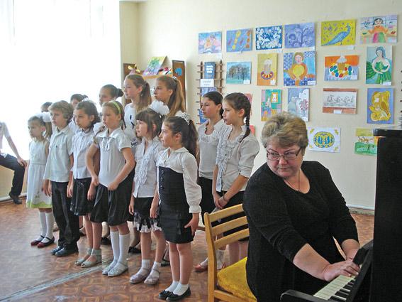 Гаспринское отделение Алупкинской школы искусств поздравило ветеранов