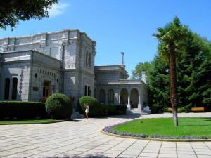 Общественники Большой Ялты убрали парк Юсуповского дворца