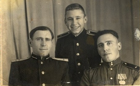 Гостищев Фёдор Назарович (справа), Михаил Назарович (слева)