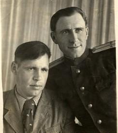 Гостищев Николай Назарович (слева)