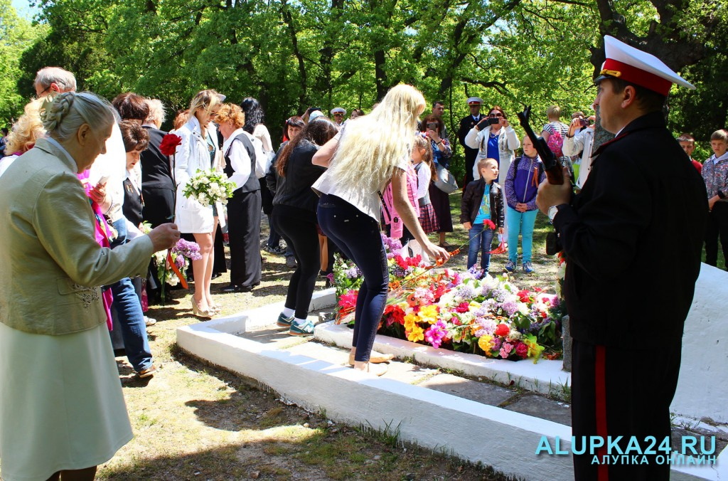 Возложение цветов в Милютинском парке 2