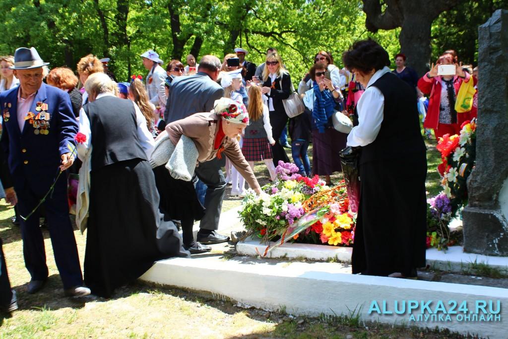 Возложение цветов в Милютинском парке