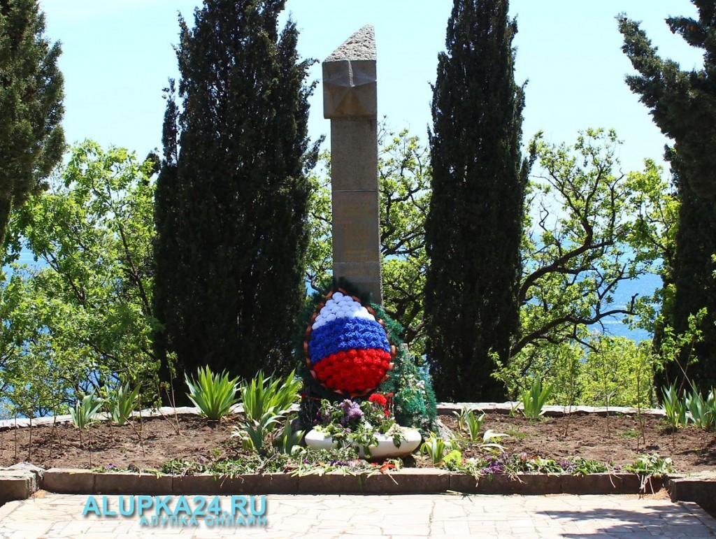 Могила солдат в Пионерском парке