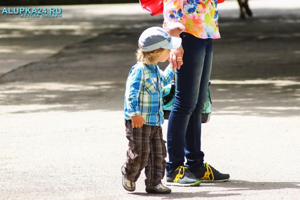 Мальчик с мамой 2