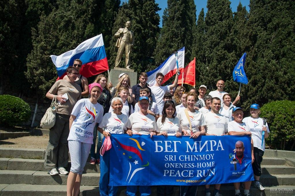 Через Алупку прошла всемирная эстафета «Бег мира» (фото)