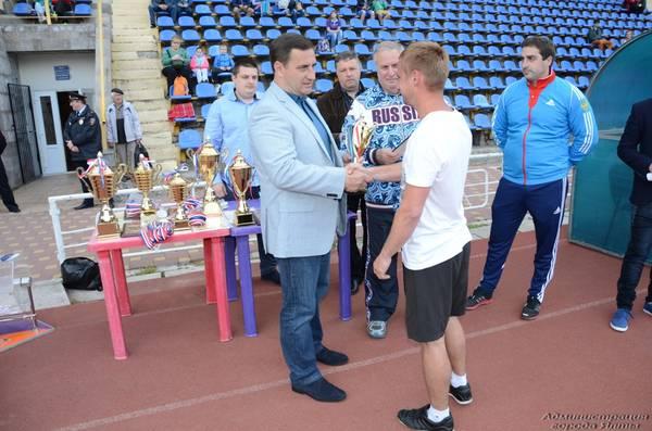 Андрей Ростенко наградил победителей в чемпионате Ялты по футболу
