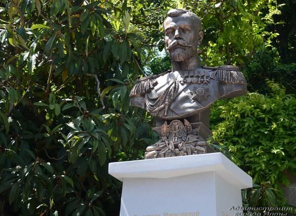 В Ливадийском дворце открыли памятник Императору Николаю II