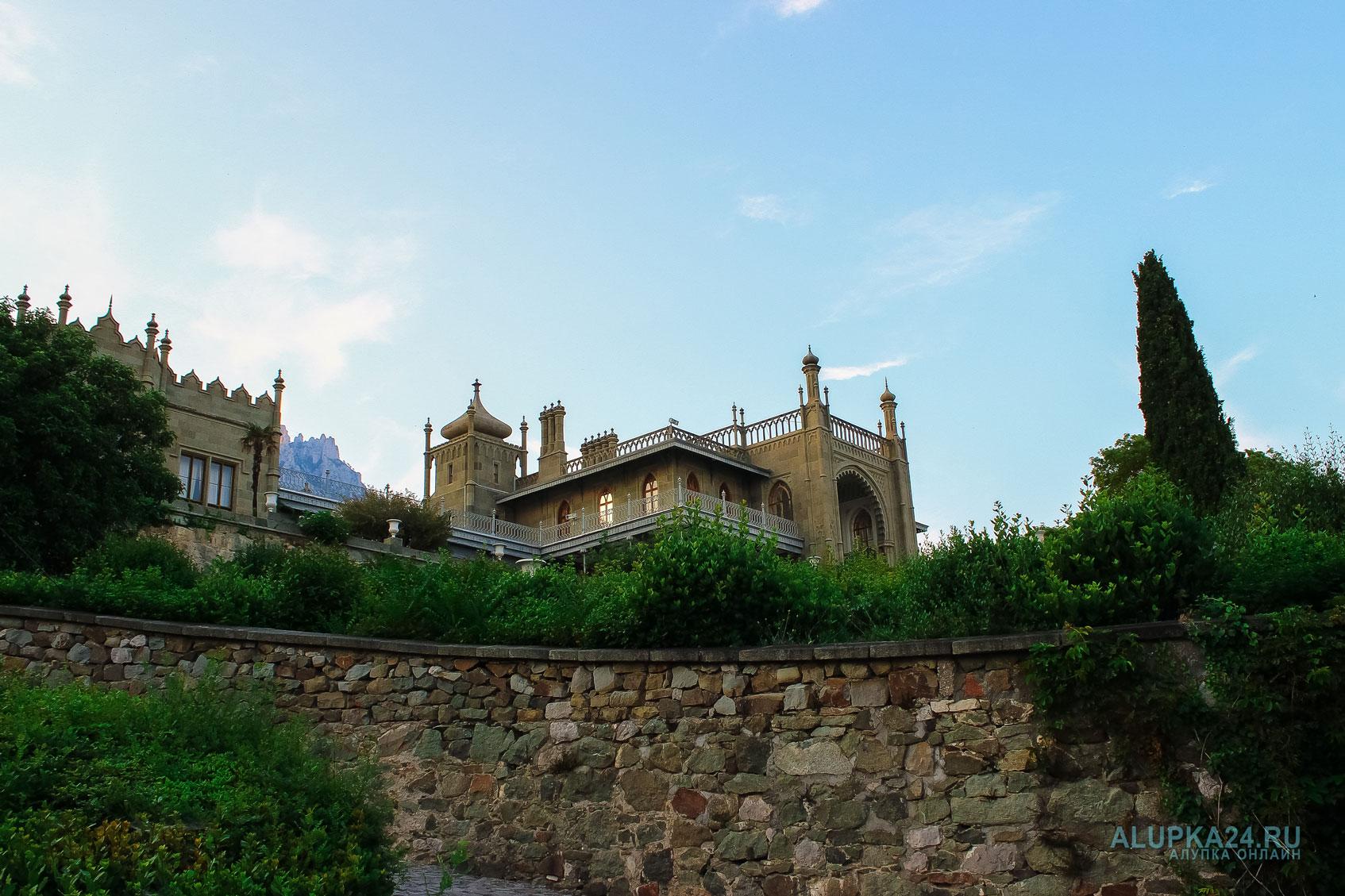 «8 чудес Алупки»: Воронцовский дворец 2 и Погода в Алупке 20 июля