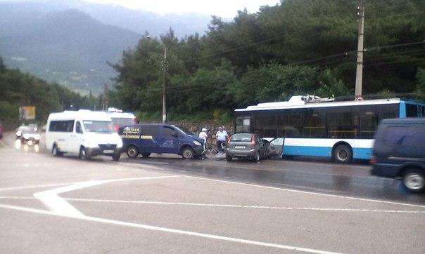 В аварии пострадали двое водителей