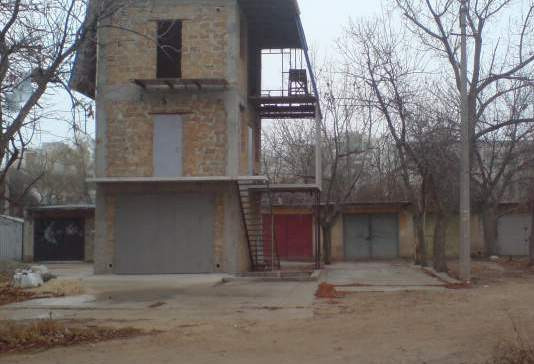 Ялтинец незаконно перестроил гараж в четырёхэтажный дом