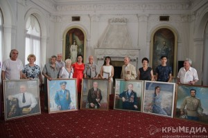 В Ливадии ветеранам Большой Ялты подарили именные портреты