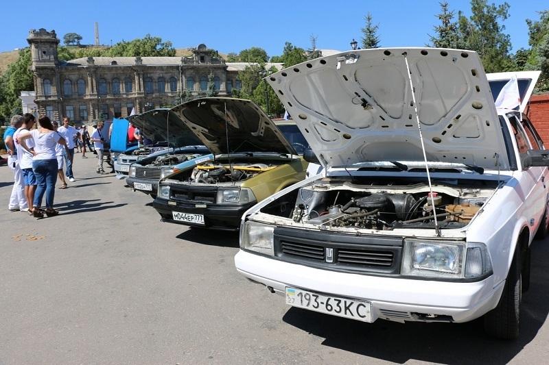 Выставка Москвичей в Керчи