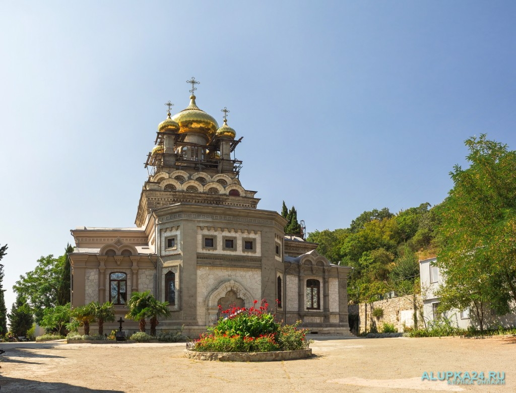 «8 чудес Алупки»: Храм Архангела Михаила