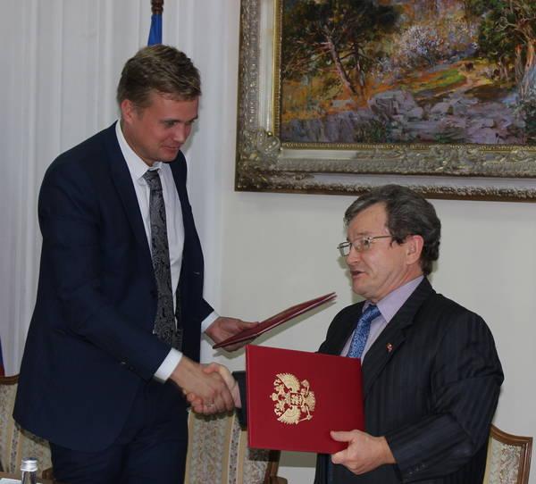 Ялта подписала договор о сотрудничестве с Троицком