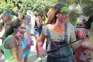 День учителя в Алупке отметили ярким фестивалем красок