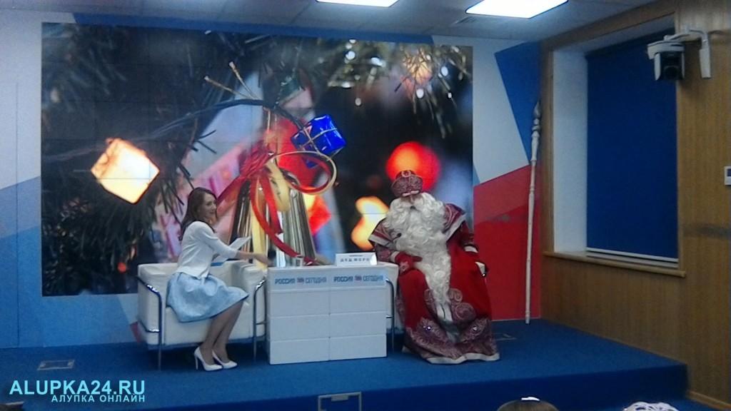 Главный Дед Мороз России посетил Крым и пообщался с местными детьми