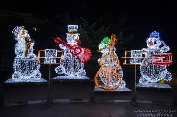 Новогодняя иллюминация в Ялте вечером