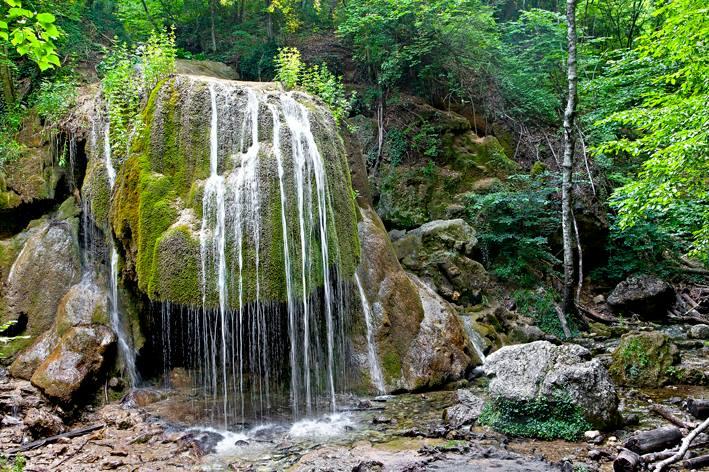 Туфовая шапка водопада ещё на своём месте