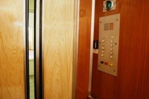 В Большой Ялте начали включать лифты в многоэтажных домах