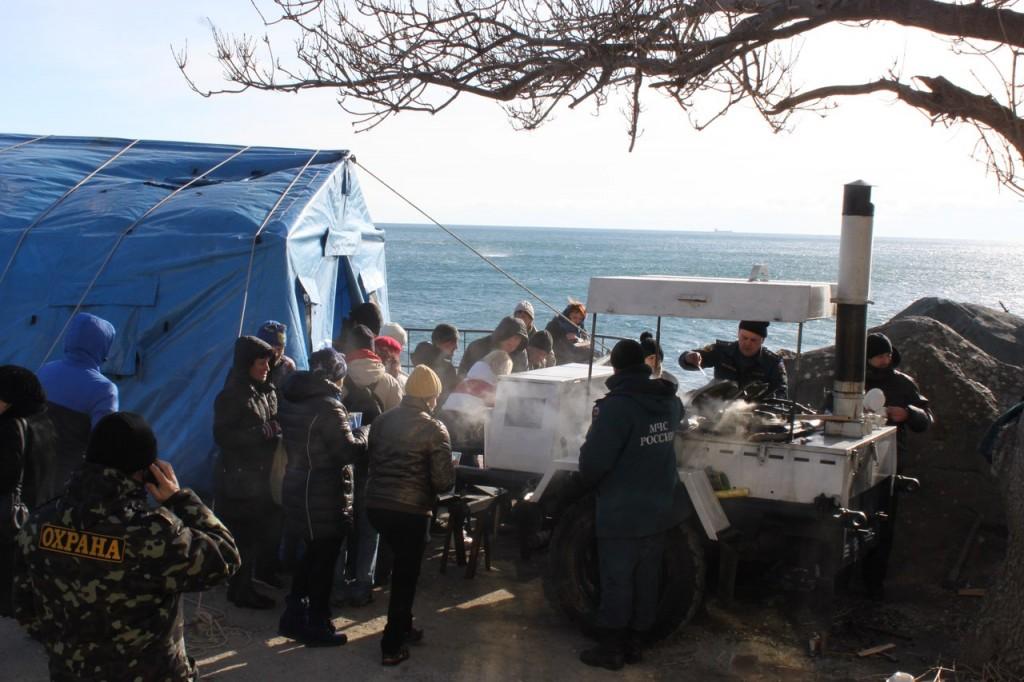 Горячий чай на пляже в Крещение