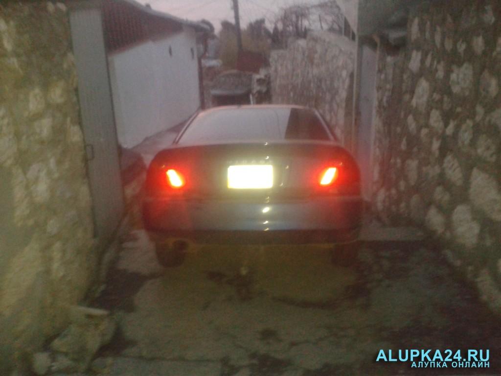 В Алупке пьяные супруги на машине скрылись от ДПС на лестнице (фото) 2