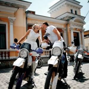 Профессиональный фотограф и видеограф в Крыму сделает любой ваш праздник незабываемым.