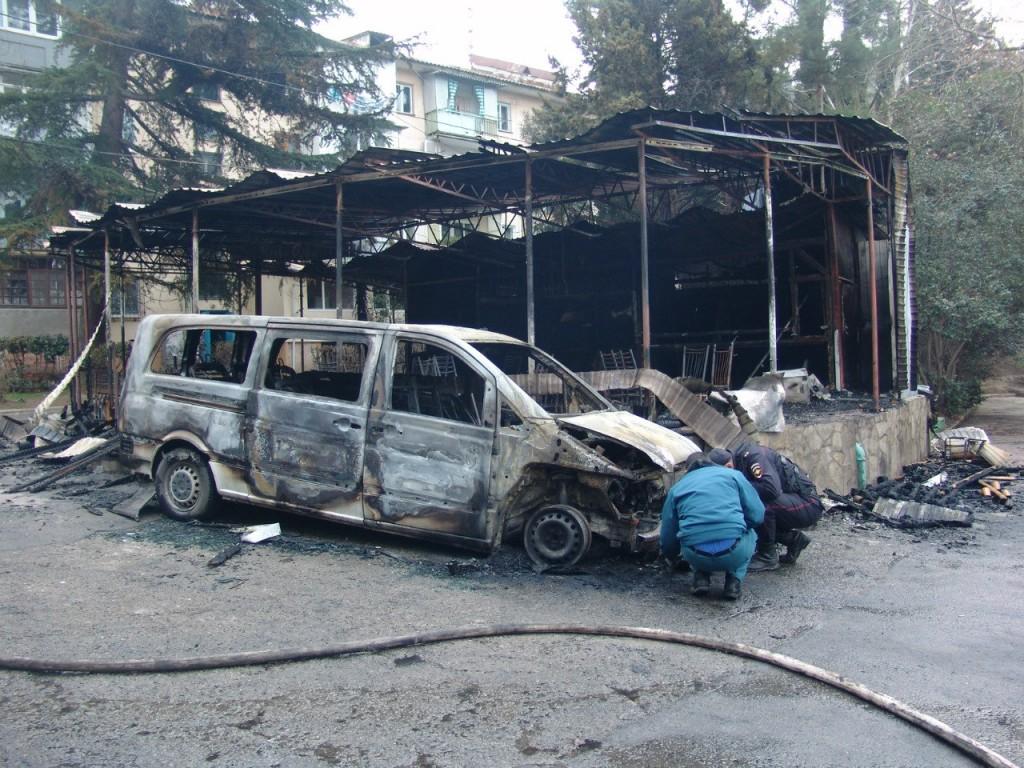 Сгоревшие машины в Партените 2