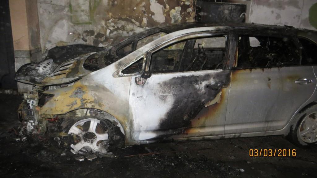 В ночь на 3 марта в Алупке сожгли два автомобиля (фото)
