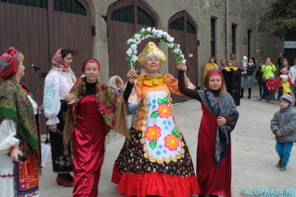 Фотоотчёт: В Алупке праздничными гуляниями отметили Масленицу
