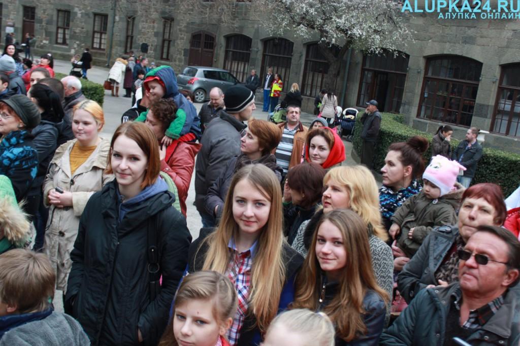 Зрители на празднике Масленицы