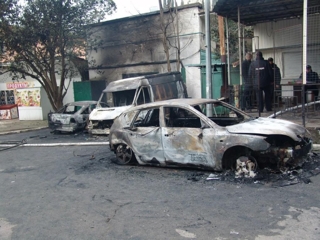 Сгоревшие машины в Партените 3