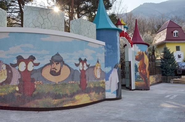Центральный вход в музей «Поляна сказок»