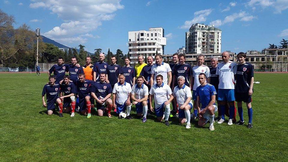 Фотоотчёт: Сборная ЯМЭФ сыграла в футбол с командой Правительства Крыма