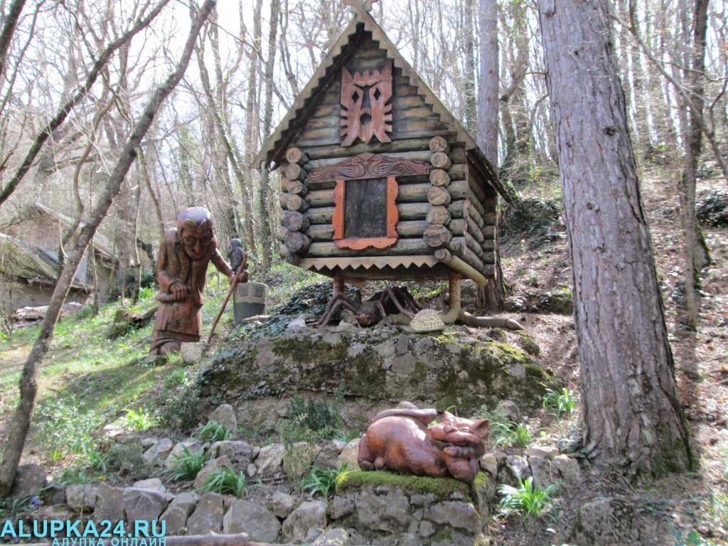 Экспонат Поляны сказок в Ялте 14