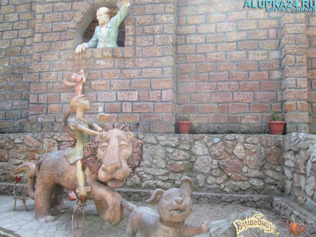 Экспонат Поляны сказок в Ялте 19