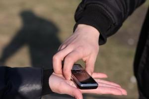 В Ливадии полицейские задержали вора мобильных телефонов