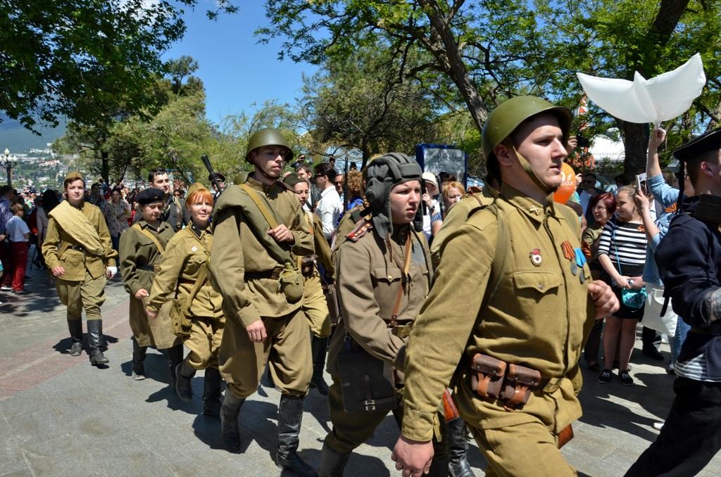 Участники Бессмертного полка в Ялте 2016 9