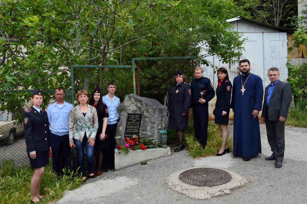 В Ялте почтили память полицейского, спасшего детей ценой своей жизни