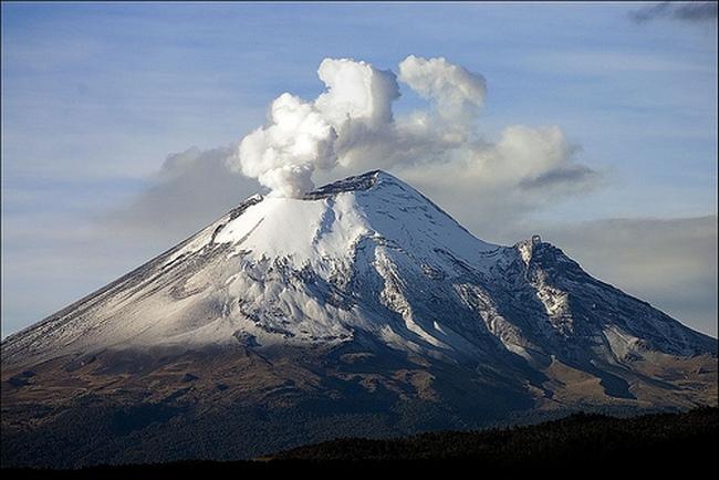 Вулкан Попокатепетль в Мексике 2
