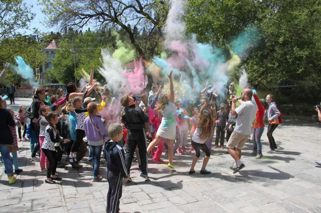 На фестивале красок в Алупке 16