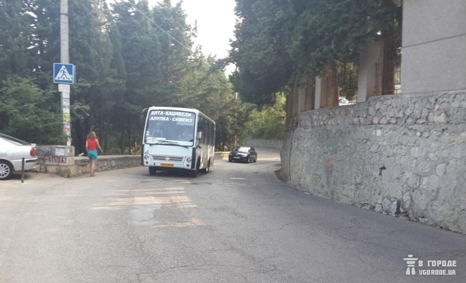 В маршруте №107 пассажир не выдержал хамства водителя и ударил его