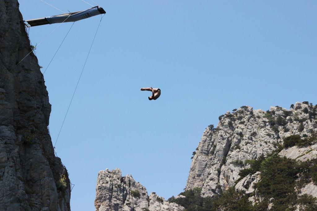 В Симеизе установили 27-метровую вышку для прыжков в море