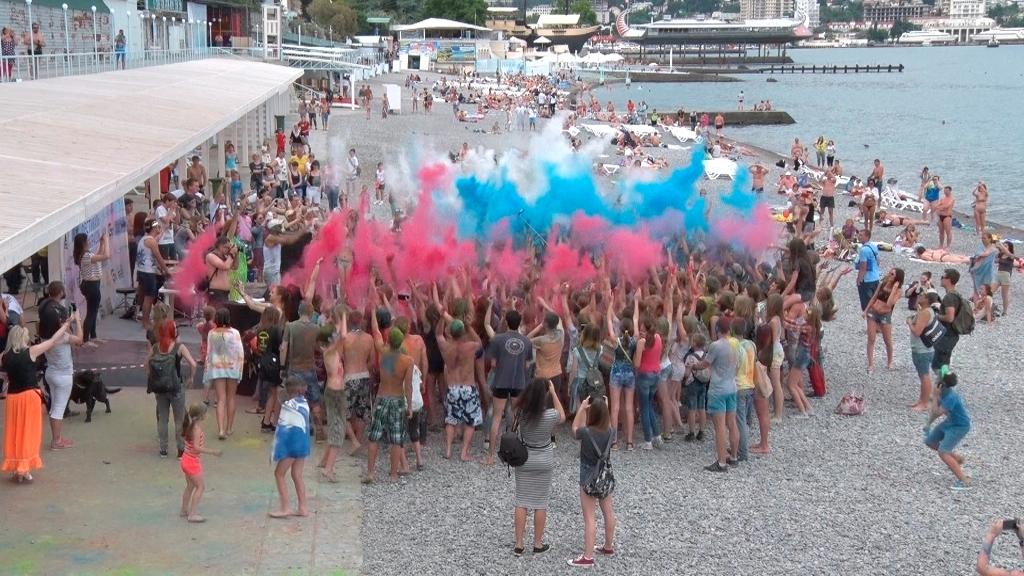 В Ялте состоялся фестиваль красок (фото)