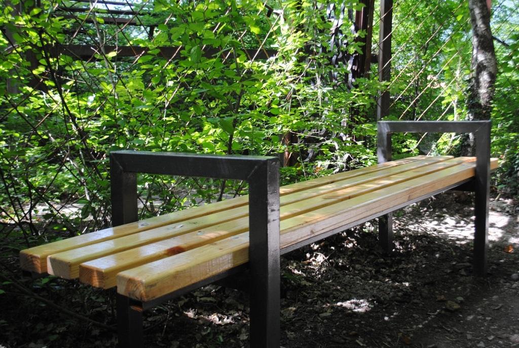 Новые скамейки на Боткинской тропе